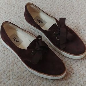 Bow Top Brown UGG sneakers